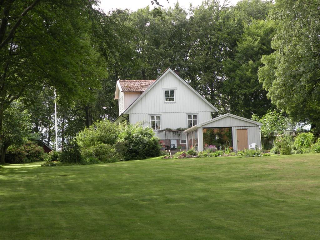 9 Hus trädgård trädgård 120302 Raimos bilder 006